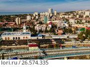 Купить «Сочи, вид сверху на железнодорожный вокзал и городскую застройку в Центральном районе», фото № 26574335, снято 25 августа 2019 г. (c) glokaya_kuzdra / Фотобанк Лори