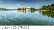 Купить «Тракайский замок на озере», фото № 26576063, снято 16 июня 2017 г. (c) Geraldas Galinauskas / Фотобанк Лори
