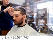 Купить «barber applying styling spray to male hair», фото № 26584743, снято 6 апреля 2017 г. (c) Syda Productions / Фотобанк Лори