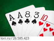 Купить «poker hand of playing cards on green casino cloth», фото № 26585423, снято 15 марта 2017 г. (c) Syda Productions / Фотобанк Лори