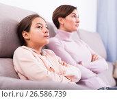 Купить «Mother and daughter take offense», фото № 26586739, снято 22 июня 2018 г. (c) Яков Филимонов / Фотобанк Лори