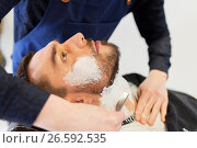 Купить «man and barber with straight razor shaving beard», фото № 26592535, снято 6 апреля 2017 г. (c) Syda Productions / Фотобанк Лори