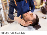 barber applying aftershave lotion to male neck. Стоковое фото, фотограф Syda Productions / Фотобанк Лори