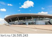 Samara Kurumoch Airport against the blue sky in summer sunny day, фото № 26595243, снято 21 июля 2017 г. (c) FotograFF / Фотобанк Лори