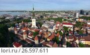 Купить «Башня церкви Святого Олафа и крыши средневековых домов в сторой части города. Таллин, Эстония», видеоролик № 26597611, снято 29 июня 2017 г. (c) Кекяляйнен Андрей / Фотобанк Лори