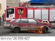 Купить «Горящий автомобиль. Показательные выступления в честь Дня пожарной охраны Санкт-Петербурга», эксклюзивное фото № 26599427, снято 24 июня 2017 г. (c) Александр Щепин / Фотобанк Лори