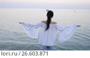 Купить «Young woman enjoying vacation on the beach in european vacation on the Ligurian coast», видеоролик № 26603871, снято 21 июня 2017 г. (c) Дмитрий Травников / Фотобанк Лори