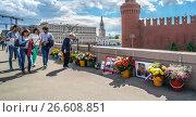 Купить «Москва, место гибели политика Бориса Немцова», эксклюзивное фото № 26608851, снято 17 июня 2017 г. (c) Виктор Тараканов / Фотобанк Лори