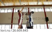 Купить «Basketball players ready for the jump ball», видеоролик № 26609843, снято 20 января 2018 г. (c) Wavebreak Media / Фотобанк Лори