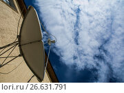 Купить «Спутниковая антенна на фоне синего неба», фото № 26631791, снято 22 января 2014 г. (c) Сергеев Валерий / Фотобанк Лори