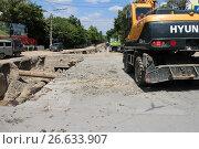 Купить «Ремонт дорог в Симферополе», фото № 26633907, снято 6 июля 2017 г. (c) Денис Титаренко / Фотобанк Лори