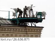 Купить «Снайперы Федеральной службы охраны обеспечивают безопасность во время военного парада на Красной площади», фото № 26636871, снято 9 мая 2017 г. (c) Free Wind / Фотобанк Лори