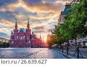 Купить «Москва. Солнце садится. Historical Museum  and the setting sun», фото № 26639627, снято 26 мая 2017 г. (c) Baturina Yuliya / Фотобанк Лори