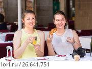 Купить «Female tourists are drinking coffee and eating croissant», фото № 26641751, снято 29 мая 2017 г. (c) Яков Филимонов / Фотобанк Лори