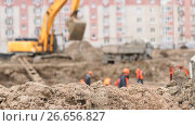 Builders work into large clay pit for construction. Стоковое видео, видеограф worker / Фотобанк Лори