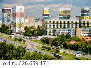 Купить «Москва, вид сверху на Варшавское шоссе и современный жилой комплекс «Варшавские холмы»», фото № 26659171, снято 11 июля 2017 г. (c) glokaya_kuzdra / Фотобанк Лори