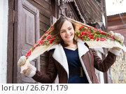 Купить «Девушка в цветном платке стоит на крыльце старого деревянного дома», фото № 26671179, снято 15 декабря 2016 г. (c) Момотюк Сергей / Фотобанк Лори