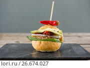 Купить «Burger with jalapeno pepper on slate», фото № 26674027, снято 13 января 2017 г. (c) Wavebreak Media / Фотобанк Лори