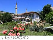 Купить «Ханский дворец. Бахчисарай», фото № 26676615, снято 20 июня 2017 г. (c) Яна Королёва / Фотобанк Лори