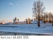 Купить «Тихвинский Богородичный Успенский мужской монастырь», фото № 26681555, снято 4 января 2016 г. (c) Юлия Бабкина / Фотобанк Лори