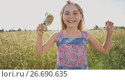 Купить «A young girl is given banknotes of dollars and she is very happy about it against a background of nature in a warm sunny day. Money, finances and people concept - smiling little european girl with dollar cash money», видеоролик № 26690635, снято 18 июля 2017 г. (c) Mikhail Davidovich / Фотобанк Лори