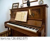 Купить «Пианино Bohme & Sohn Hoflieferanten Gera, экспонат дома музея Д. Веневитинова», фото № 26692071, снято 26 мая 2017 г. (c) Вячеслав Палес / Фотобанк Лори