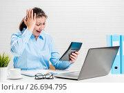 Купить «Accountant found an error in the reports, a portrait in the office with a calculator», фото № 26694795, снято 26 февраля 2017 г. (c) Константин Лабунский / Фотобанк Лори