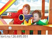 Купить «Children plaing on playground with telescope», фото № 26695051, снято 23 марта 2017 г. (c) Дмитрий Калиновский / Фотобанк Лори