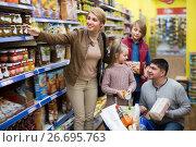 Купить «Middle-class family purchasing food», фото № 26695763, снято 19 октября 2018 г. (c) Яков Филимонов / Фотобанк Лори
