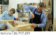 Купить «father and son repairing wood bench at garage», видеоролик № 26717291, снято 22 июня 2017 г. (c) Яков Филимонов / Фотобанк Лори
