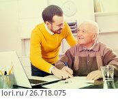 Купить «Man signing papers in office», фото № 26718075, снято 22 мая 2019 г. (c) Яков Филимонов / Фотобанк Лори