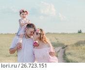 Купить «happy family outdoor», фото № 26723151, снято 20 июля 2017 г. (c) Майя Крученкова / Фотобанк Лори