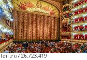 Купить «Интерьер зала Большого театра. Занавес», эксклюзивное фото № 26723419, снято 23 июля 2017 г. (c) Виктор Тараканов / Фотобанк Лори