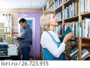 Купить «woman looking for book», фото № 26723915, снято 5 апреля 2020 г. (c) Яков Филимонов / Фотобанк Лори