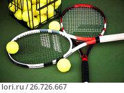 Купить «Макро съемка двух теннисных ракеток и желтых мячей», фото № 26726667, снято 19 июля 2017 г. (c) katalinks / Фотобанк Лори