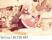 Купить «Man making a guitar», фото № 26730447, снято 28 февраля 2020 г. (c) Яков Филимонов / Фотобанк Лори