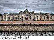 Купить «Здание вокзала на железнодорожной станции Слюдянка», фото № 26744423, снято 24 июля 2017 г. (c) Геннадий Соловьев / Фотобанк Лори
