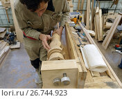 Мастер работает на производстве арф в арфовом цехе компании Resonance Harps в Санкт-Петербурге, фото № 26744923, снято 8 августа 2017 г. (c) Stockphoto / Фотобанк Лори