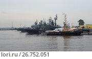 Купить «Корабли Балтийского флота в гавани Кронштадта пасмурным июльским днем. Россия», видеоролик № 26752051, снято 28 июля 2017 г. (c) Виктор Карасев / Фотобанк Лори