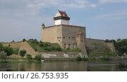 Купить «Замок Германа крупным планом августовским днем. Нарва, Эстония», видеоролик № 26753935, снято 11 августа 2017 г. (c) Виктор Карасев / Фотобанк Лори