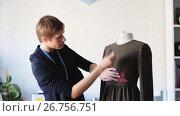 Купить «fashion designer with dummy making dress at studio», видеоролик № 26756751, снято 24 февраля 2018 г. (c) Syda Productions / Фотобанк Лори