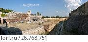 Купить «Глубокий и широкий ров перед Белградской крепостью, Сербия», фото № 26768751, снято 31 июля 2017 г. (c) V.Ivantsov / Фотобанк Лори