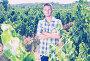 man standing in grapes tree yard, фото № 26772151, снято 21 августа 2017 г. (c) Яков Филимонов / Фотобанк Лори