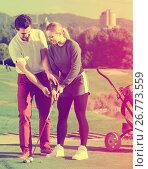 Купить «Male golfer explains to the woman how to play», фото № 26773559, снято 18 февраля 2019 г. (c) Яков Филимонов / Фотобанк Лори