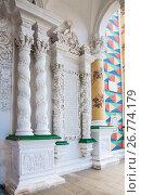 Купить «Фрагмент фасада церкви Сергия Радонежского в трапезной палате Троице-Сергиевой лавры», фото № 26774179, снято 22 июля 2017 г. (c) Алёшина Оксана / Фотобанк Лори