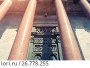 Купить «Architecture background of St Isaac Cathedral colonnade in St Petersburg, Russia», фото № 26778255, снято 15 августа 2017 г. (c) Зезелина Марина / Фотобанк Лори