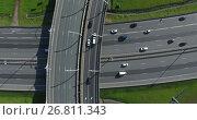 Купить «Широкополосные автомобильные магистрали в мегаполисе, вид сверху, подъем камеры к дороге», видеоролик № 26811343, снято 11 августа 2017 г. (c) Кекяляйнен Андрей / Фотобанк Лори