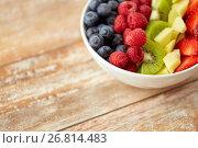 Купить «close up of fruits and berries in bowl», фото № 26814483, снято 28 апреля 2015 г. (c) Syda Productions / Фотобанк Лори
