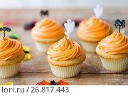 Купить «halloween party cupcakes or muffins on table», фото № 26817443, снято 6 июля 2017 г. (c) Syda Productions / Фотобанк Лори