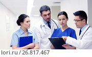 group of medics at hospital with clipboard. Стоковое фото, фотограф Syda Productions / Фотобанк Лори
